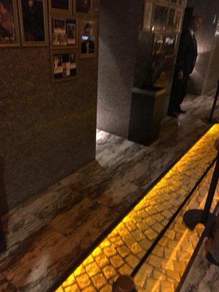 入り口の通路の写真