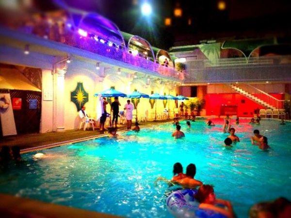 ホテルニューオータニのナイトプール