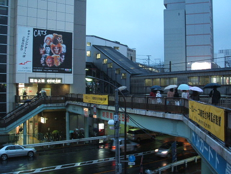 五反田駅東口前の歩道橋
