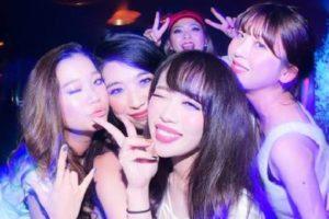 クラブの美女たち