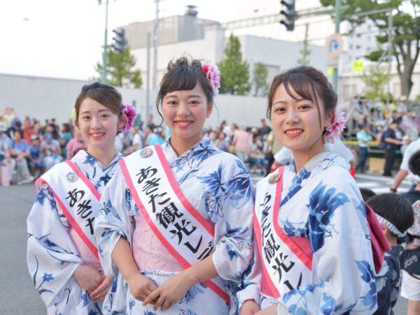 秋田竿燈祭りの美女
